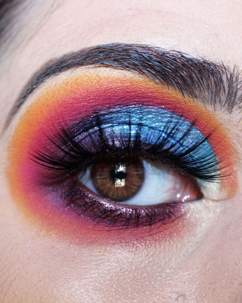 frankiefrancy colored eye makeup. half cut crease with sunset and blue