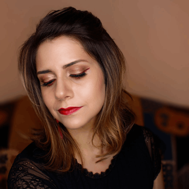 frankiefrancy day red lips makeup look with colored eyeline